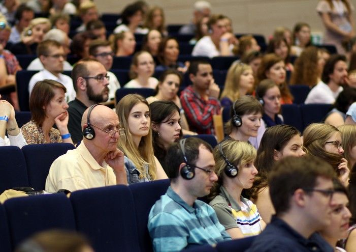 polyglot gathering audience